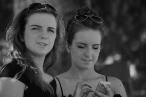 sisters-1190080_1280